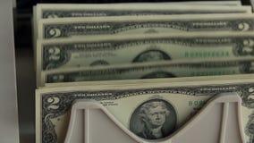Tellende Machine en Bankbiljetten voor 2 USD Langzame Motie stock footage