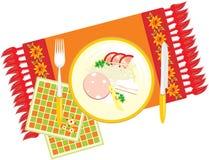 Teller auf der dekorativen Serviette. Abendessen Stockfotografie