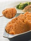 Teller des süße Kartoffel-Breis mit einem Löffel Lizenzfreie Stockfotografie