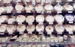 Teller im Supermarkt lizenzfreie stockfotos