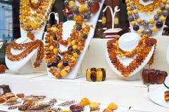 Teller met amberjuwelen Royalty-vrije Stock Fotografie