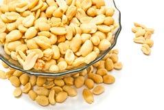 Teller mit gebratenen Erdnüssen lizenzfreie stockfotografie