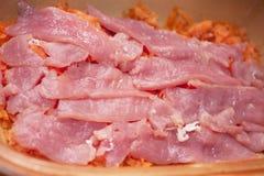 Teller vom Schweinefleisch mit Karotte Lizenzfreies Stockbild
