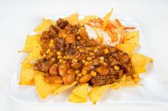 Teller von Chips, von Bohnen, von Mais und von Reis Lizenzfreies Stockbild