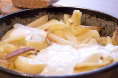 Teller von gebratenen Kartoffeln Stockfotografie