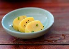 Teller von gerolltem Dashi Omelette Lizenzfreies Stockfoto