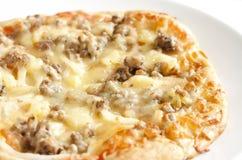 Teller von jambon Pizza Lizenzfreie Stockbilder