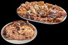 Tellervoll feinschmeckerisches Spucken gebratene saftige knusperige Schweinefleisch-Scheiben mit köstlichem gut getanem Schweinef stockfotos