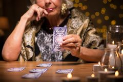 Telling fortune from tarot cards Royalty Free Stock Photography