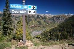 Tellurid-KoloradoSignpost und Ansicht der Stadt Stockfotos