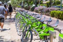 Telofan, bicis del alquiler de Tel Aviv imagen de archivo libre de regalías