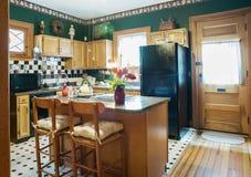 Tema bianco e nero in cucina vittoriana verde Fotografie Stock