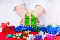 Tema da celebração com os presentes do Natal & do ano novo Fotografia de Stock Royalty Free