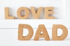 Tema da celebração do dia de pai com letras da cortiça do PAIZINHO Fotos de Stock