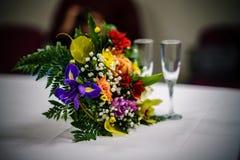 tema das decorações do casamento, flores no interior branco Fotos de Stock Royalty Free