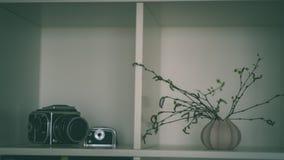 tema das decorações do casamento, flores no interior branco - vintage f Foto de Stock Royalty Free