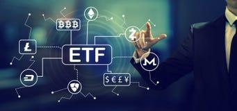 Tema de Cryptocurrency ETF com um homem de negócios imagem de stock