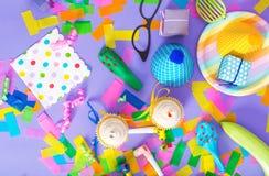 Tema de la celebración con los accesorios del partido Imagen de archivo