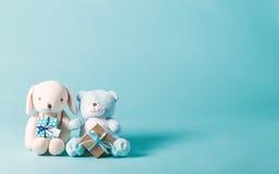 Tema de la celebración del niño con los regalos y los peluches Fotografía de archivo libre de regalías