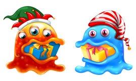 Tema de la Navidad con dos monstruos y regalos Fotografía de archivo libre de regalías
