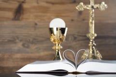 Tema de la religión de Cahtolic - concepto de la comunión santa Foto de archivo libre de regalías