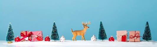 Tema del día de fiesta de la Navidad con el reno Fotografía de archivo libre de regalías