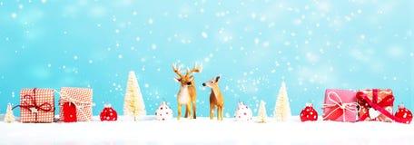 Tema del día de fiesta de la Navidad con el reno Imagen de archivo