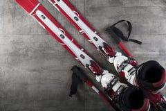 Tema del deporte de invierno - esquí Fotografía de archivo libre de regalías