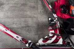 Tema del deporte de invierno - esquí Fotos de archivo