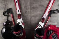 Tema del deporte de invierno - esquí Fotos de archivo libres de regalías