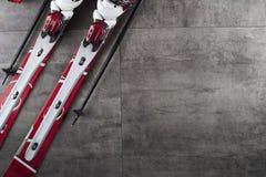 Tema del deporte de invierno - esquí Imagen de archivo