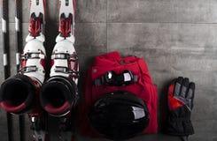 Tema del deporte de invierno - esquí Imágenes de archivo libres de regalías
