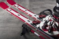 Tema del deporte de invierno - esquí Foto de archivo libre de regalías