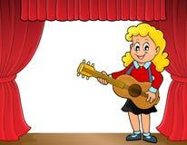 Tema 1 del giocatore di chitarra della ragazza in scena Immagini Stock