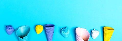 Tema del partito con i coni gelati Fotografia Stock