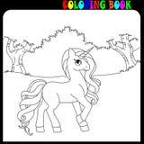 Tema del unicornio, del caballo o del potro del libro de colorear en el jardín o el bosque fotos de archivo libres de regalías