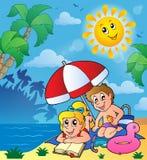 Tema del verano con los niños en la playa Fotografía de archivo libre de regalías