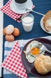 Tema della luce morbida della prima colazione con l'uovo Fotografie Stock Libere da Diritti