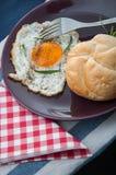 Tema della luce morbida della prima colazione con l'uovo Fotografia Stock