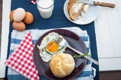 Tema della luce morbida della prima colazione con l'uovo Fotografie Stock