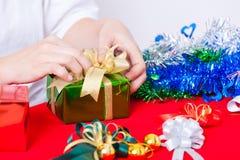 Tema di celebrazione con i regali del nuovo anno & di natale Fotografia Stock Libera da Diritti