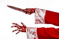 Tema di Halloween e di Natale: Le mani sanguinose di Santa di un pazzo che tiene un coltello sanguinoso su un fondo bianco isolat Fotografia Stock