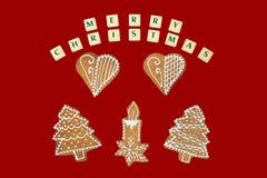 Tema di Natale con desideri su fondo rosso Fotografia Stock