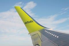 Tema di viaggio æreo di un'ala dell'aeroplano Immagine Stock