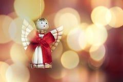 Tema do Natal com a decoração strawy do anjo Fotografia de Stock