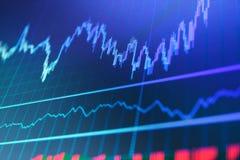 Tema för valutahandel Aktiemarknadgraf på skärmen Royaltyfri Bild