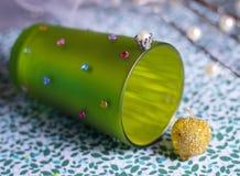 tema frogking della frutta congelato lago delle gemme della rana della corona della tazza di favola immagini stock libere da diritti