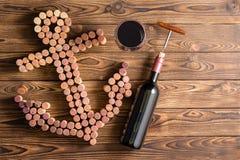 Tema marino del vino con el ancla Fotos de archivo libres de regalías
