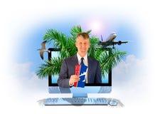 Tema tropical de los billetes de avión en línea del agente de viajes Fotos de archivo