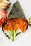 Temaki saumoné de sushi d'oeufs de poisson Image stock